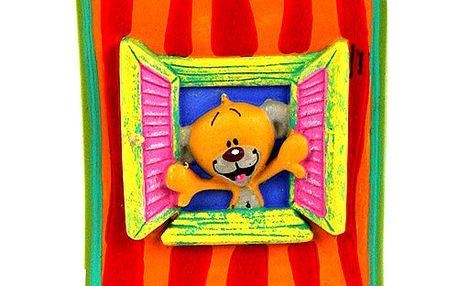 Krásný dekorační magnet s 3D figurkou medvídka Pimboliho v okně z kolekce Diddl a jeho přátelé