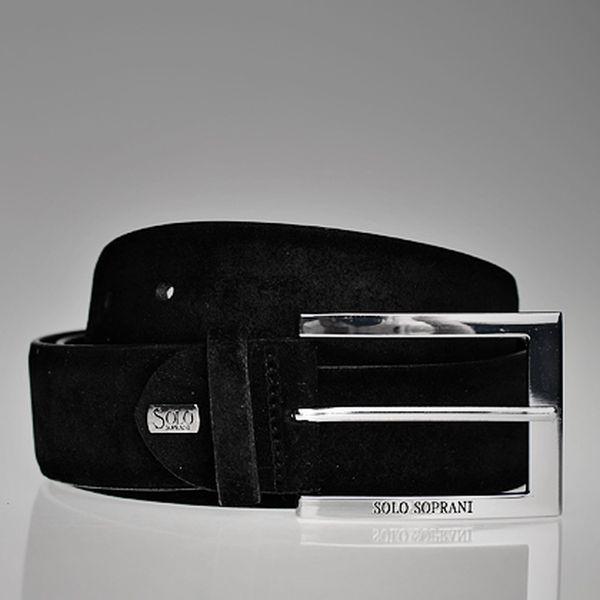 Černý opasek s obdélníkovou sponou