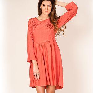 Lososové vyšívané šaty