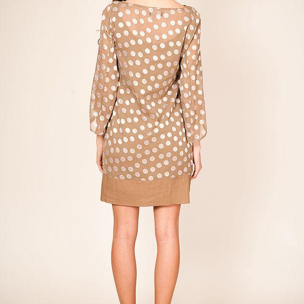 Béžové šaty s puntíky