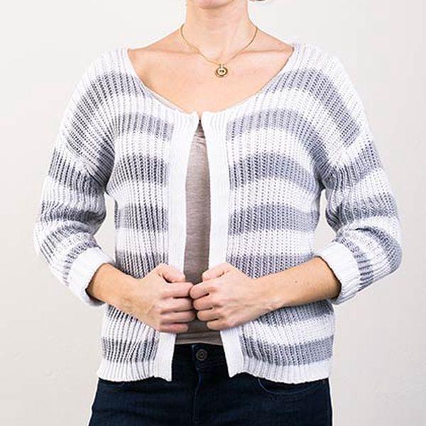 Šedo-bílý proužkovaný svetr