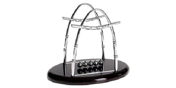 Newtonova houpačka, ideální doplněk každého manažerského stolu za skvělou cenu 99 Kč!!