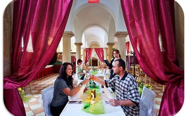 Relaxační pobyt v hotelu pro dva s wellness a romantickou večeří pro 2 dospělé /3 dny/ 2 noci ubytování s bufetovou snídaní, privátní wellness na 1 hodinu, 2x 15 min světelná terapie, romantická večeře při svíčkách, lahev Römerquelle na pokoj