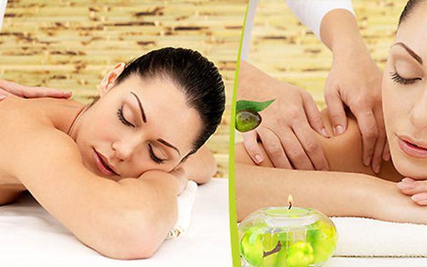 Relaxační masáž zad a šíje čistě přírodním exotickým olejem Pure Fiji