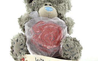 With Love - nejoblíbenější plyšový medvídek Me to You s červeným mýdlem.