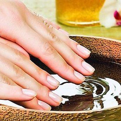 Japonská manikúra P-Shine s vitamíny – péče o přírodní nehty s relaxační masáží rukou
