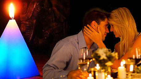 Magická svíčka je skvělý dárek pro každou romantickou duši. Jakmile svíčku zapálíte, začne měnit barvy nejen svíčka, ale i prostory ve kterých se nachází. Vyzkoušejte ji i Vy!
