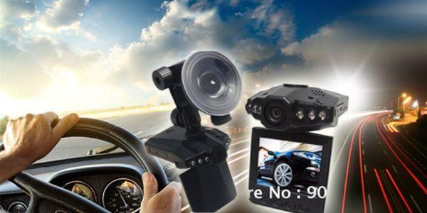 Kamera do auta s nočním viděním za TOP cenu! Úžasný pomocník při řešení konfliktů na silnicích jen za 699 Kč včetně POŠTOVNÉHO! Bohaté příslušenství v ceně!