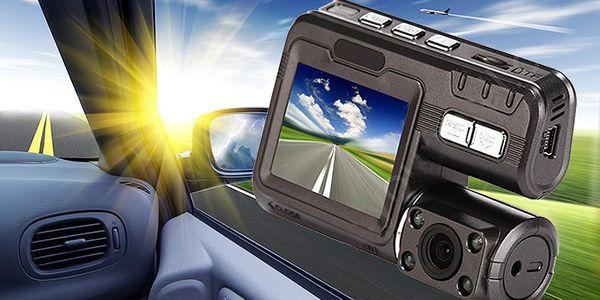 Autokamera Xcam s barevným LCD displejem