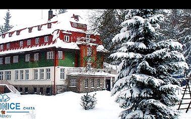 RELAX pro 2 v horské chatě ZVONICE v JIZERSKÝCH HORÁCH se slevou až 48 %: V nabídce VÁNOČNÍ BALÍČEK - 4 dny/polopenze/sauna nebo 3 dny/polopenze a různé termíny + vynikající podmínky pro běžkaře, lyžaře, dětský koutek, bar a mnoho dalšího.