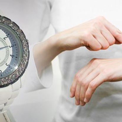 Ozdobte své zápěstí krásnými luxusními dámskými hodinkami SAHARA quartz inspirované designem Chanel za neuvěřitelnou cenu!