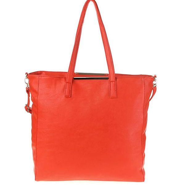 Červená taška přes rameno