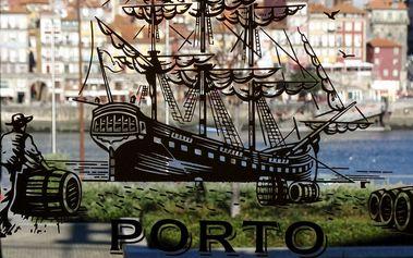 Lahodné portské víno porto areais tawny alebo burmester ruby z viníc údolia rieky duoro v portugalsku