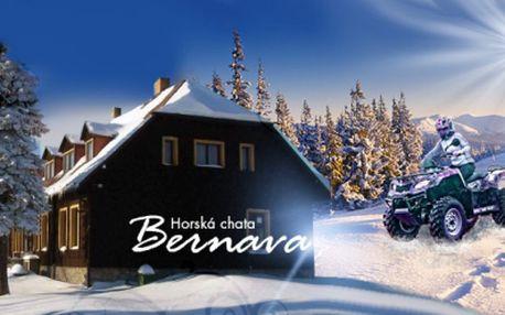 ZIMA na krušnohorské turistické magistrále! 3 nebo 4 dny s POLOPENZÍ a hodinovou PROJÍŽĎKOU NA ČTYŘKOLCE již od fantastických 1260 Kč pro DVA! Užijte si zimní relax , či lyžování v krásné přírodě Krušných Hor se slevou 61%!