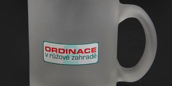 Skleněný hrnek Ordinace. Vychutnejte si kávu nebo čaj při sledování Ordinace.