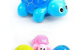 Malá hrajúca a svietiaca korytnačka