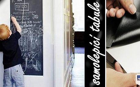 Každá volné místo na stěně může být pokryto touto skvělou černou nalepovací tabulí. Můžete ji přilepit na skříň, dveře, zeď nebo obklady a Vaše děti již nebudou kreslit po stěnách!