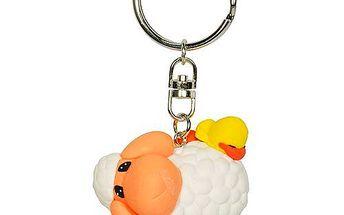Originální klíčenka Bo ve tvaru stojící ovečky s kačenkou na zádech z kolekce Mylo.