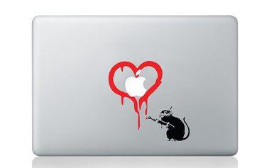 Samolepka na notebook Rat Loves Apple by Banksy