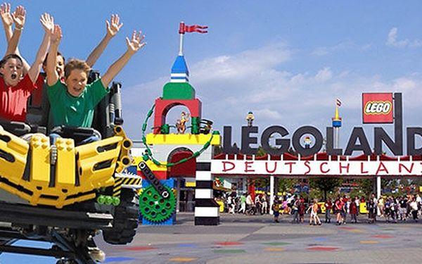 Den na zábavných atrakcích v německém Legolandu