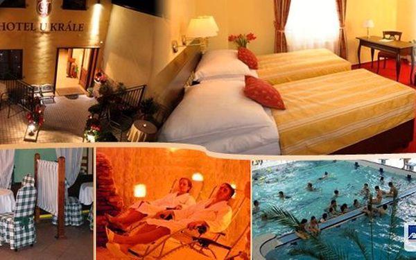 Luxusní romantický pobyt pro dva v Jičíně v hotelu U krále*** s chutnými snídaněmi komfortním ubytováním, uvítací večeří, relaxační a protistresovou masáží, vstupem do Aquacentra a návštěvou solné jeskyně! Darujte zdraví a pohádkové zážitky!