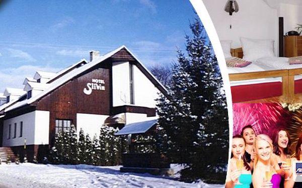 Silvestrovský nebo relaxační zimní pobyt dvě osobys polopenzí na Valašsku v Hotelu Slivín. Využijtetaké slevy na lyžování, wellness, vstupy do bazénů! Možnost pronájmu letadla i s pilotem! Dítě do 3 let zdarma!