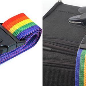 Rádi cestujete? Zabezpečte svůj kufr stylovým zamykacím popruhem! Navíc si hned poznáte svoje zavazadlo! Sada obsahuje pás s kódovanou sponou, zámek s číselným kódem, jmenovku!