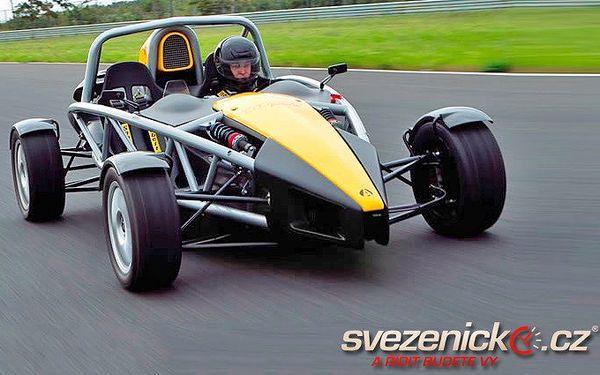 Jízda po letišti v jednom z nejrychlejších aut světa - Ariel Atom