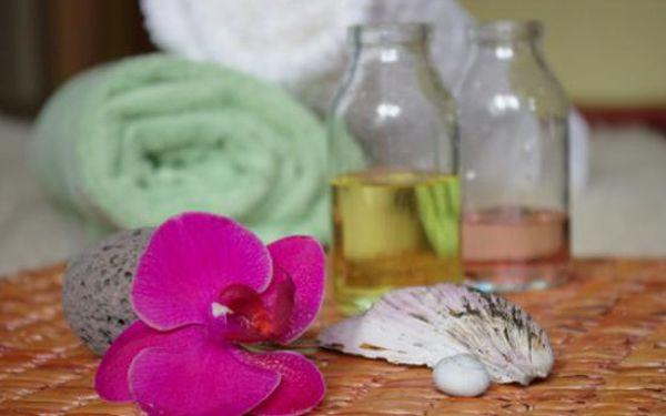 Hodinová relaxační a regenerační aroma masáž s éterickými oleji, nebo Breussova masáž třezalkovým olejem v délce 45 minut.