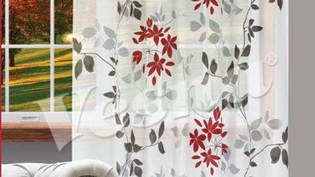 Vyzdobte si interiér dekoračním závěsem na okno s květinovým motivem