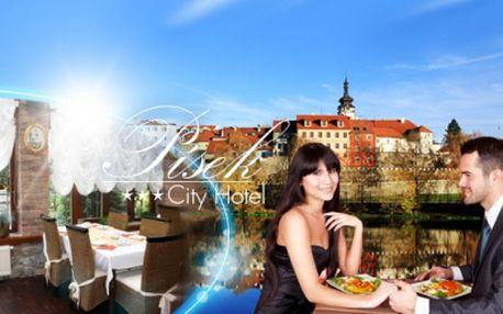 Stylový TŘÍDENNÍ POBYT PRO DVA v historickém Písku jen za 2490 Kč! SNÍDANĚ, 3 CHODOVÁ VEČEŘE, 30 minutová masáž pro oba a LÁHEV VÍNA! Užijte si relax v Hotelu City Písek*** v JIŽNÍCH ČECHÁCH! Útulné prostředí, staročeská kuchyně a sleva 52%!