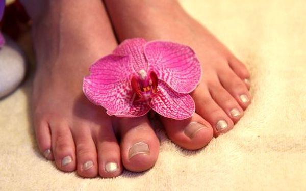 10ti minutová relaxační masáž nohou spojená s parafínovým zábalem rukou za 125 Kč. Odměňte své nohy a ruce péčí profesionálky.