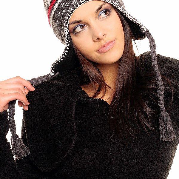 Zimní čepice ušanka šedá, červená vzory