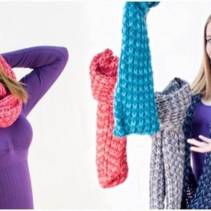 Krásná pletená zimní šála z vlny, která vás v chladných zimních dnech ochrání před chladem. Šála je volně pletená, takže je velmi pružná a pohodlně se navíjí na krk.