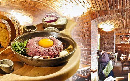 Tatarský biftek z pravé svíčkové s topinkami
