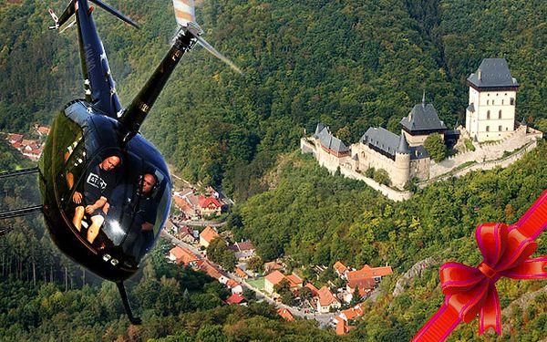 Vyhlídkový let vrtulníkem nad Karlštejnem nebo Prahou