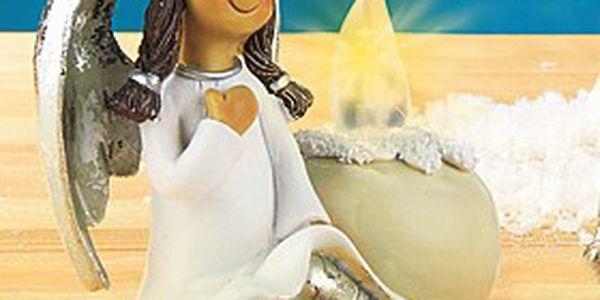 Andělíček sedíci s LED svíčkou