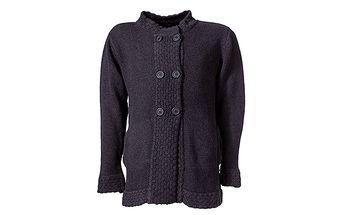 Šedý svetr s dvouřadým zapínáním