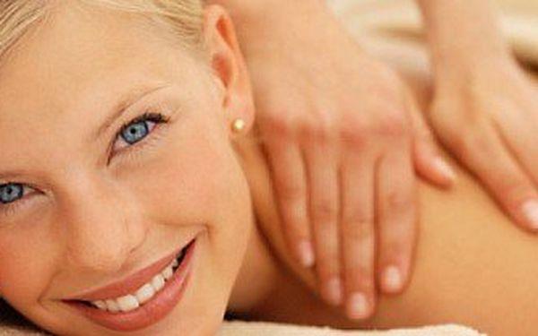 Relaxačně rekondiční masáž zad, šíje a dolních končetin v délce 60 minut