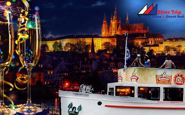 Novoroční plavba lodí Prahou