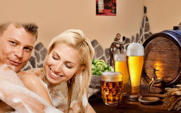 Luxusní PIVNÍ LÁZEŇ pro 2 OSOBY s KONZUMACÍ PIVA PERNŠTEJN ZDARMA! To vše za skvělých 799 Kč! Potěšte svého partnera originálním vánočním dárkem, který jistě nadchne každého muže či milovníka dobrého piva! Sleva 47%!