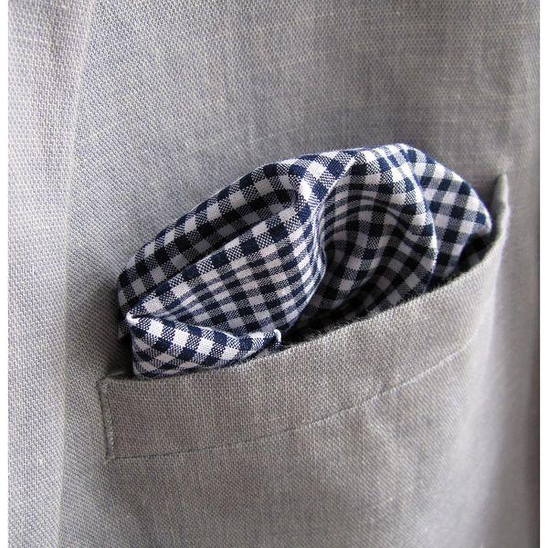Modrý kostičkovaný kapesníček do saka