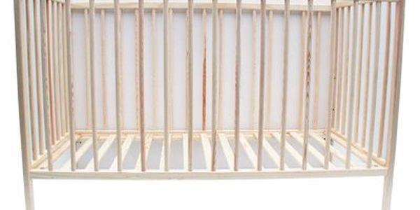 Moderní dětská postýlka o rozměrech 120×60 cm vyrobena z borovicového dřeva