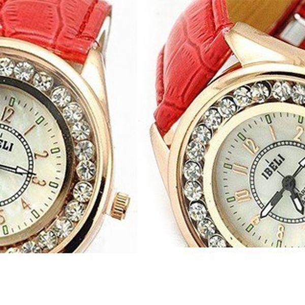 Luxusné hodinky IBELI v zlatej farbe s kamienkami a červeným koženým remienkom, ktoré sú krásnym doplnkom k šatám do divadla, alebo inú spoločenskú udalosť!