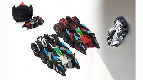 Antigravitační Batmobil jezdí po zemi i po zdi! Pomocí IR ovladače provádí kaskadérské kousky a neuvěřitelné manévry popírající gravitaci.