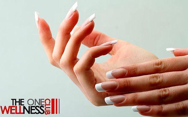 Akrygelová modeláž nehtů na rukou v pražském salónu The One Wellness