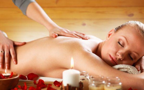 Vyzkoušejte perlu mezi masážemi! Jedinečná 90 minutová celotělová masáž s růží damašskou je jedna z nejluxusnějších procedur, které můžete zažít! Nechte hýčkat celé své tělo za extrémně nízkou cenu 289 kč!