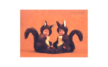Pohlednice s motivem miminek v kostýmu veverky, Anne Geddes.