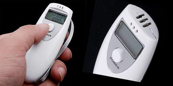 Digitálny alkohol tester s presnosti na dve desatinné miesta s praktickým pútkom, nenechajte sa zaskočiť pri riadení auta!