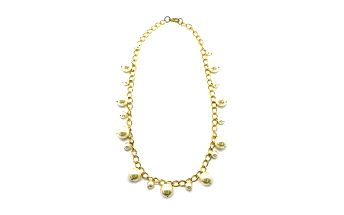 Zlatý řetízek se zavěšenými perličkami